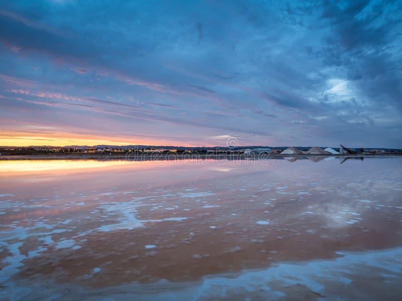 Un lago di sale in Algarve fotografie stock