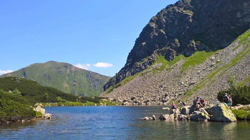 Un lago en la montaña del tra del ¡de TÃ fotografía de archivo
