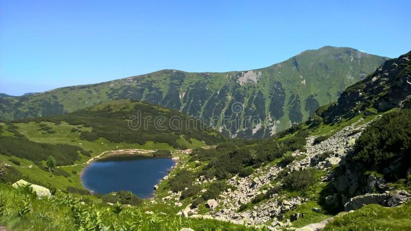 Un lago en la montaña del tra del ¡de TÃ fotografía de archivo libre de regalías