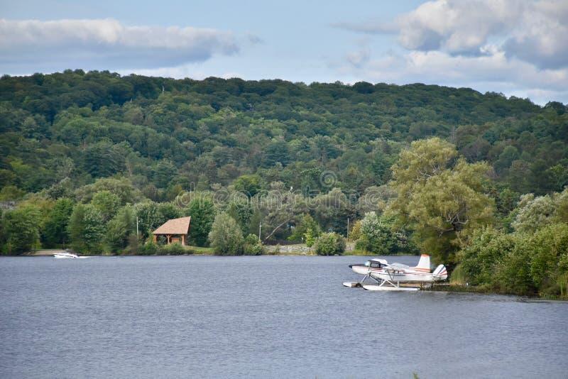 Un lago nel paese del cottage del ` s di Ontario fotografie stock libere da diritti