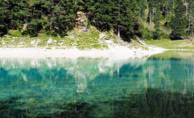 Un lago verde stupefacente in Austria le montagne di Hohshwab fotografie stock
