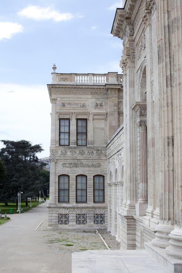 Un lato del palazzo del dolmabache immagine stock