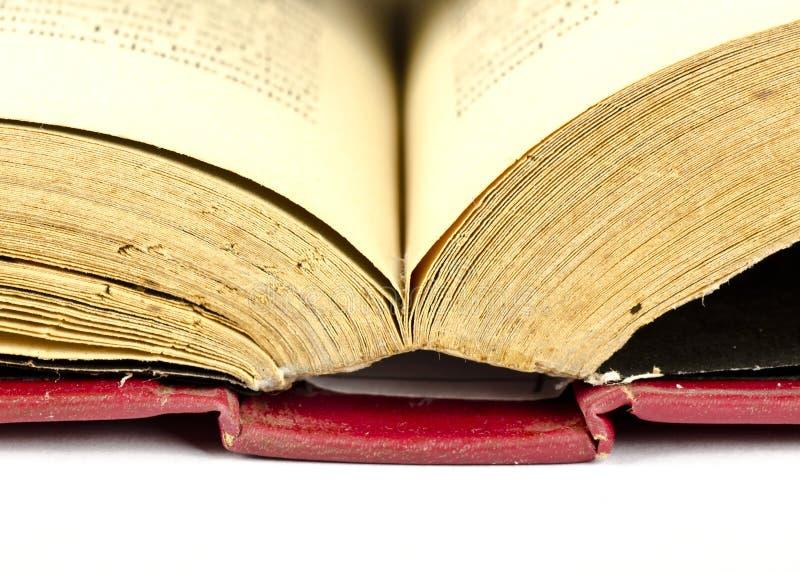 Un libro, una conoscenza e una saggezza antichi aperti fotografia stock