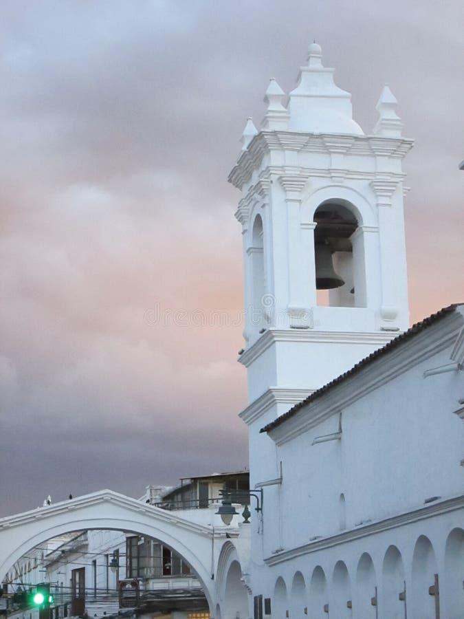 Atardecer en Sucre. Un lindo atardecer,  blanco sobre rosa,  que me sorprendio en Sucre royalty free stock photos