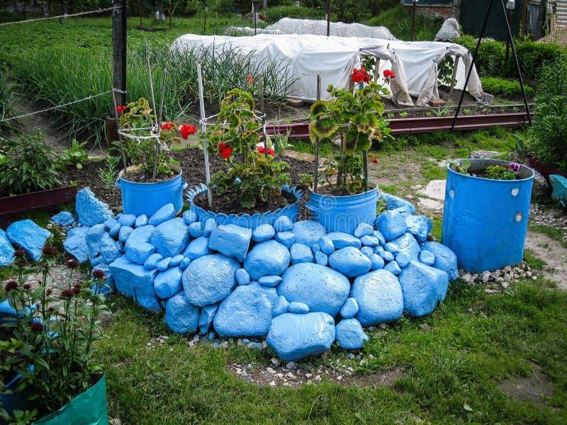 Un lit de fleur dans le jardin photo libre de droits