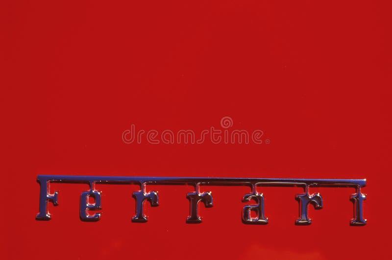 Un logotipo de Ferrari en el festival del coche de deportes de Ferrari en Beverly Hills, California foto de archivo libre de regalías