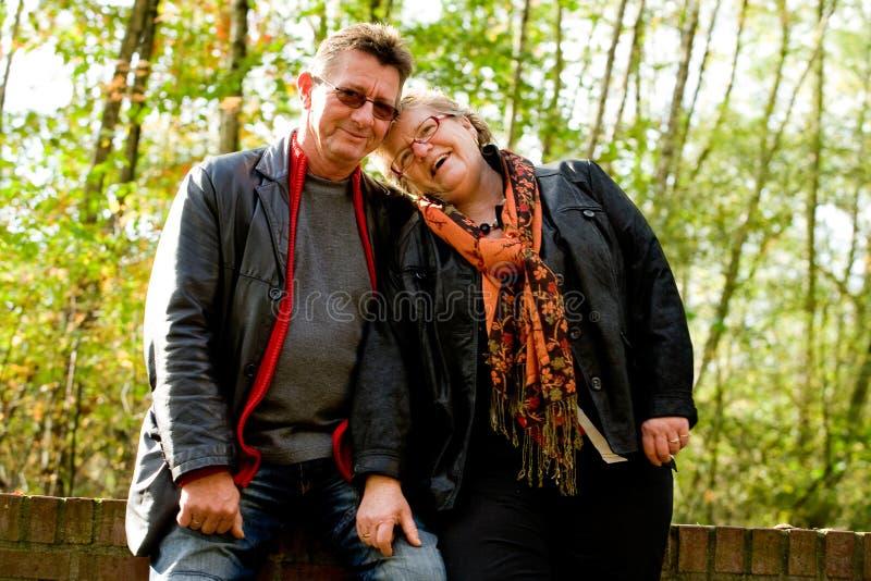 Un más viejo par es feliz con uno a fotos de archivo libres de regalías