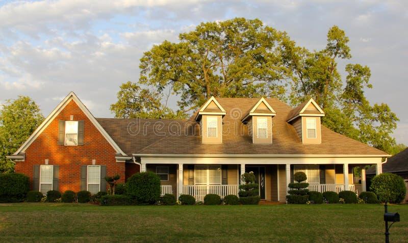 Un más viejo pero hermoso hogar residencial fotografía de archivo libre de regalías