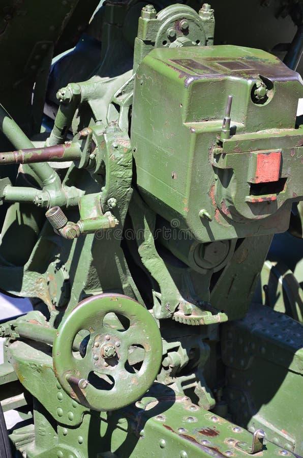 Un mécanisme en gros plan d'une arme portative de l'Union Soviétique de la deuxième guerre mondiale, peinte dans un colo vert-fon image stock