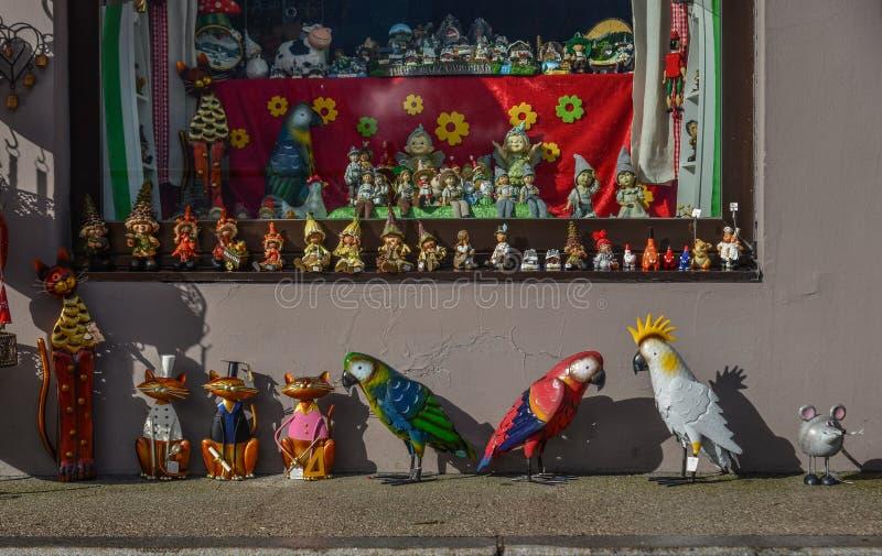 Un magasin de jouet dans le village de Hallstatt de l'Autriche images stock