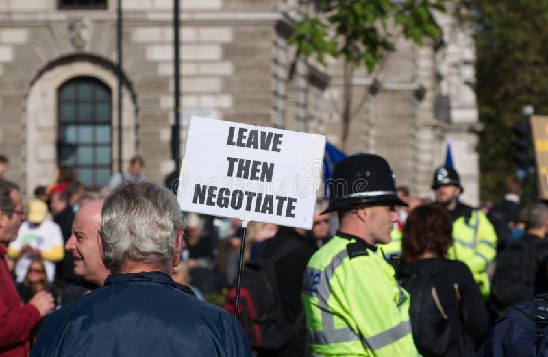 Un manifestant pro-Brexit place du Parlement, 19 octobre 2019 image stock