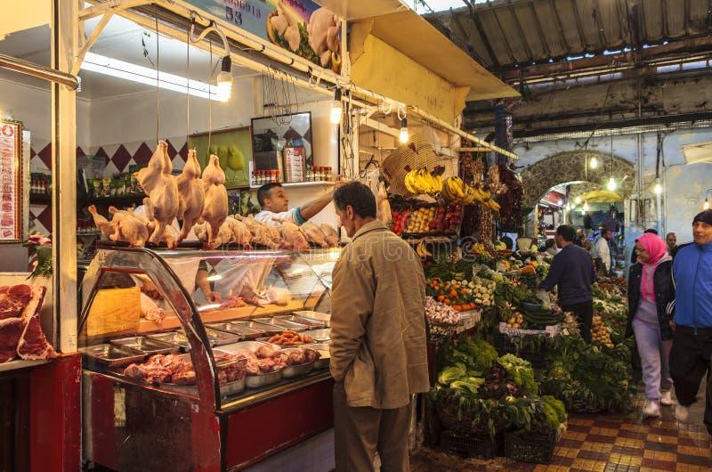 Un marché à Tanger, Maroc image libre de droits