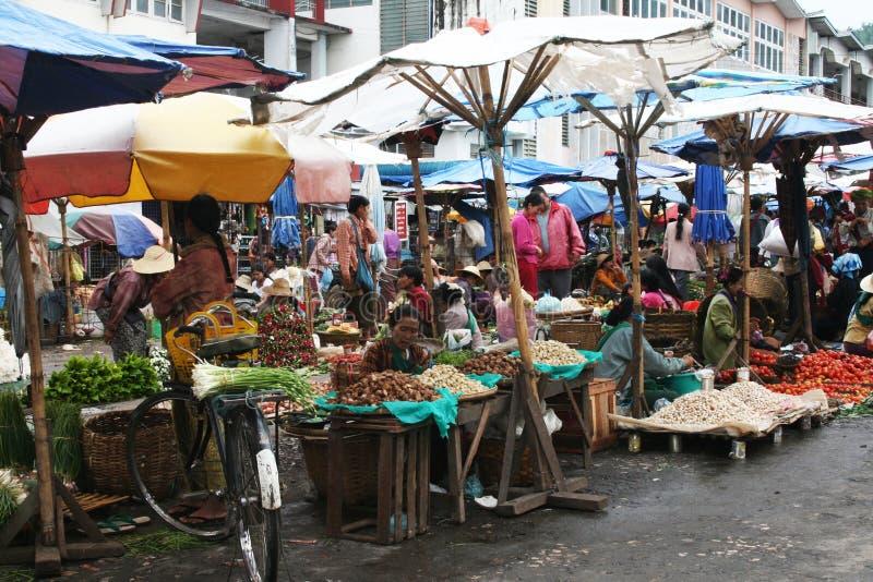 Un marché local birman photographie stock libre de droits