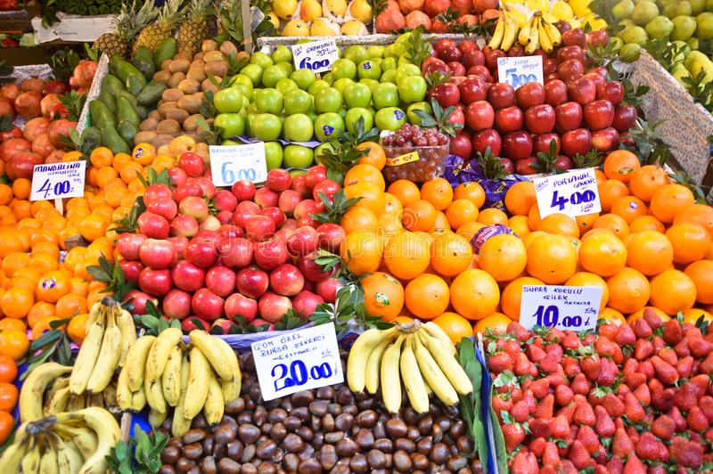 Un marchand de légumes à Istanbul photos stock