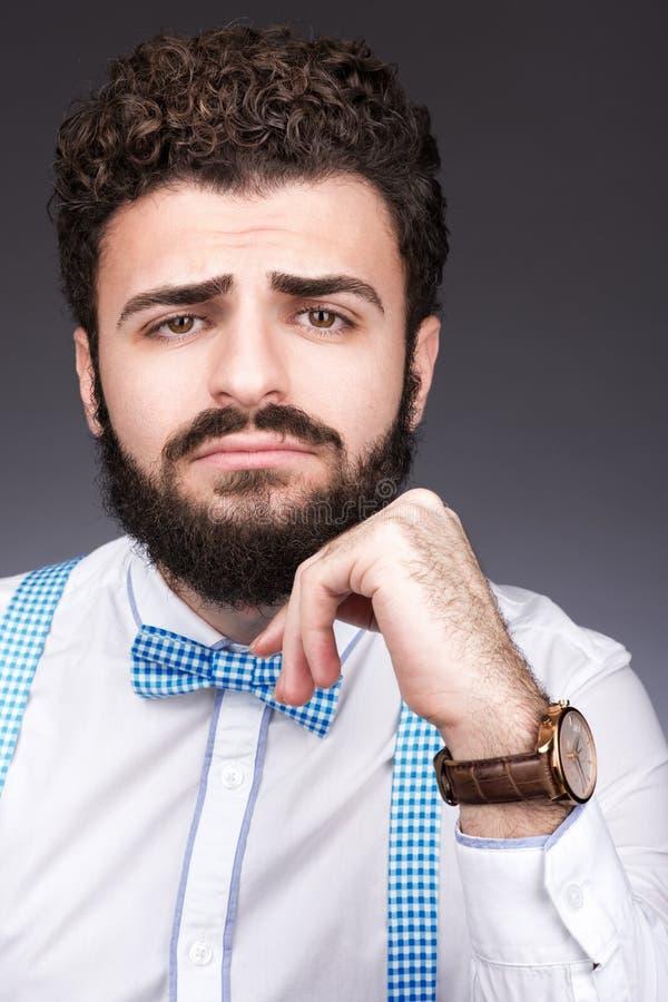 Un marié triste Portrait d'un jeune homme avec une barbe et une moustache photographie stock libre de droits