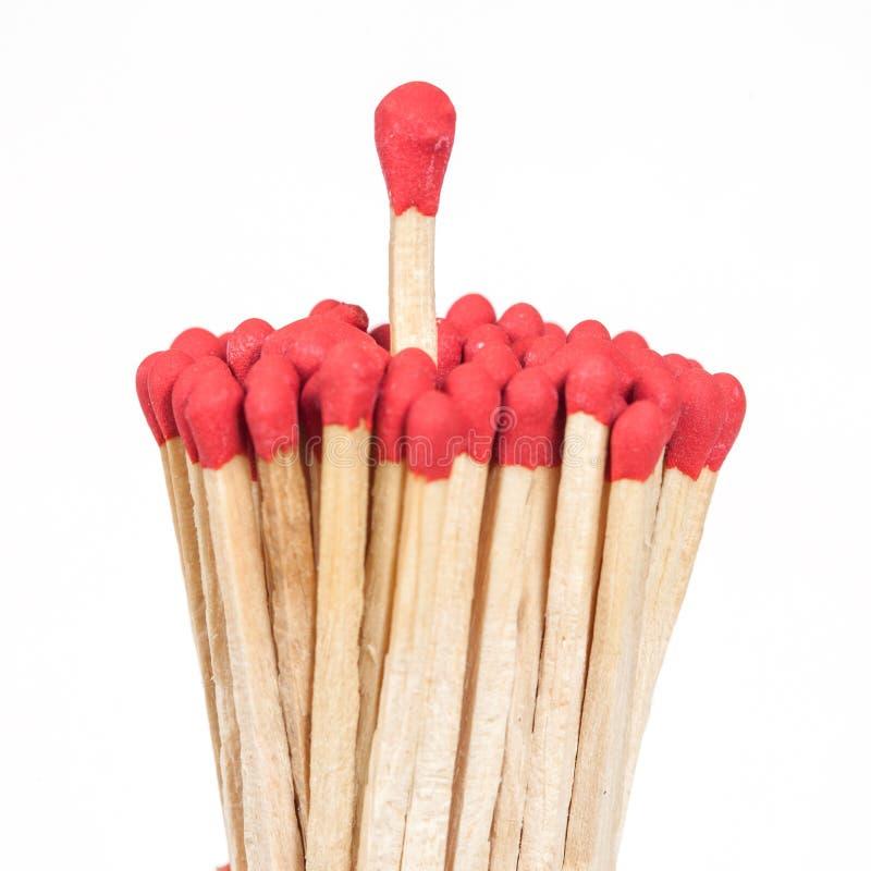 Un matchstick que se coloca encima del grupo, foto de archivo