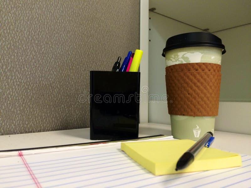 Un matin de bureau image stock