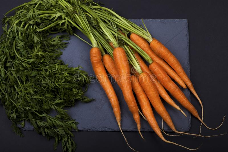 Un mazzo di carote immagini stock