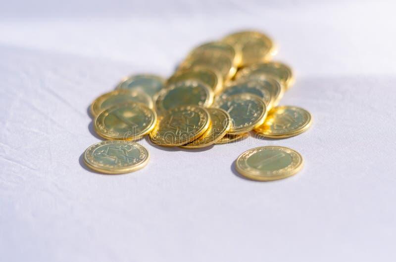 Un mazzo di monete immagine stock