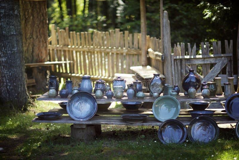 Un mercado al aire libre de los granjeros de la cerámica fotos de archivo