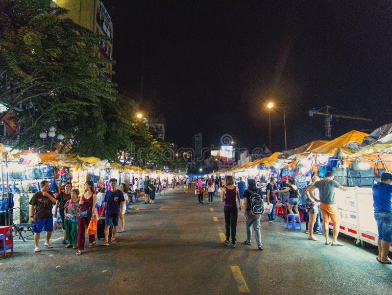 Un mercado de la noche en Ho Chi Minh City imagen de archivo