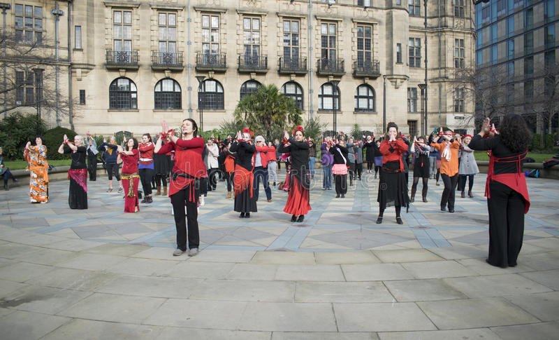 Un milliard de danse instantanée en hausse de foule à Sheffield images libres de droits