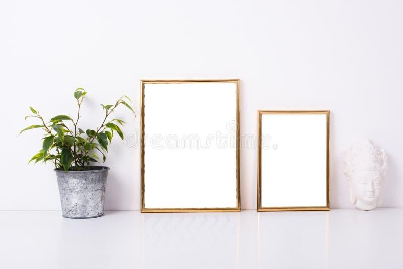 Un modello dorato di due strutture fotografia stock libera da diritti