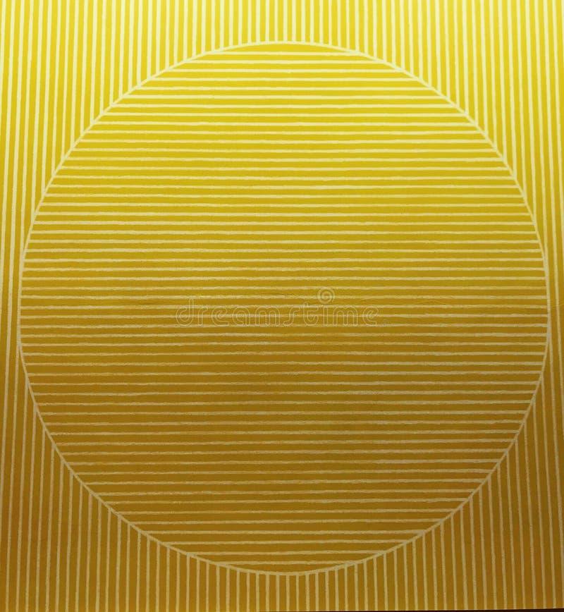 Un modelo redondo en tiras amarillas foto de archivo