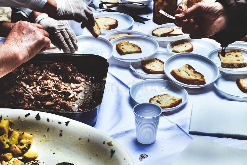 Un momento de intercambio italiano del festival de la comida en Monti Dauni imágenes de archivo libres de regalías