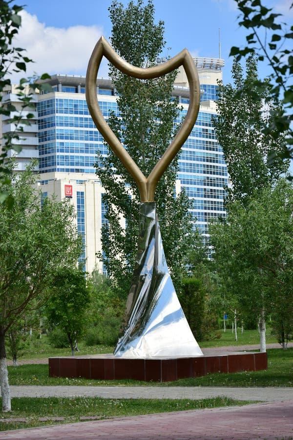 Un monument de grille d'origine à Astana images stock
