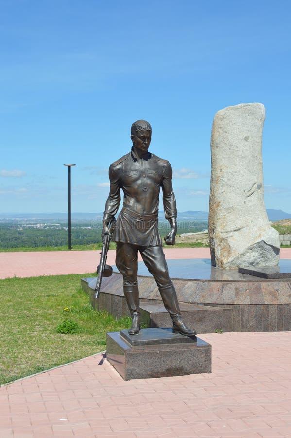 Un monumento al guerriero - il vincitore La memoria della seconda guerra mondiale La Russia siberia Abakan fotografie stock libere da diritti