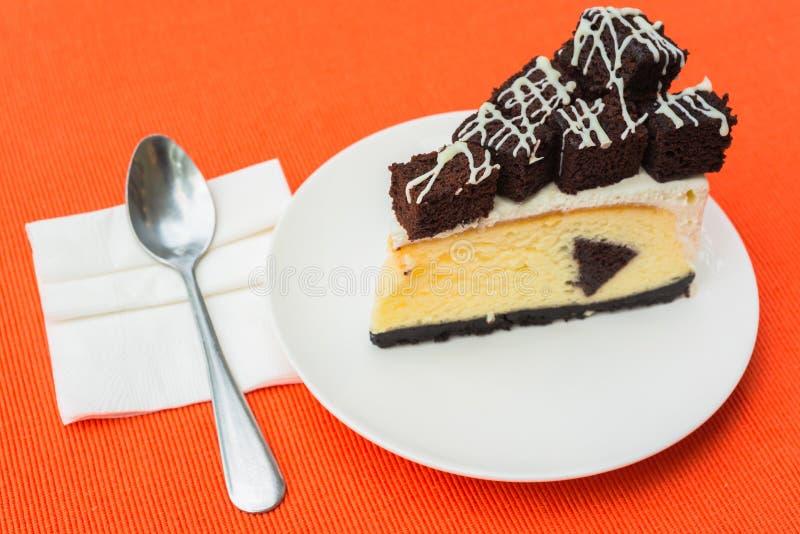 Un Morceau De Gâteau Au Fromage De  Brownie  Photos stock