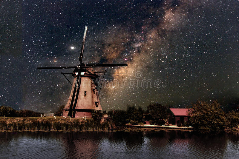 Un moulin à vent et la manière laiteuse