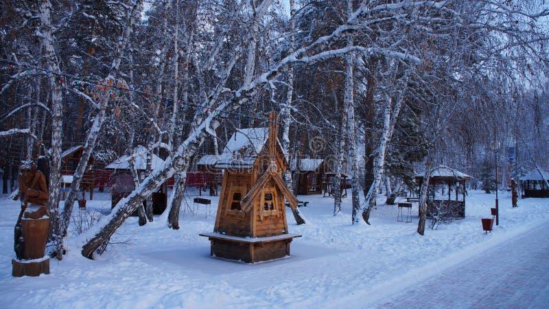 Un moulin couvert de neige photos stock