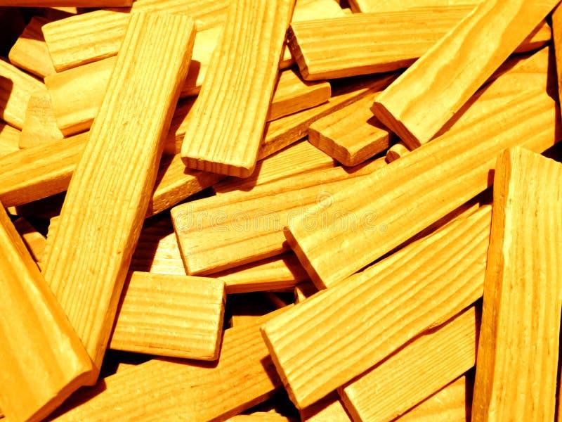 Un mucchio dei bastoni di legno che un Re usato come rimorchio per sviluppare gli edifici ed altre costruzioni fotografia stock