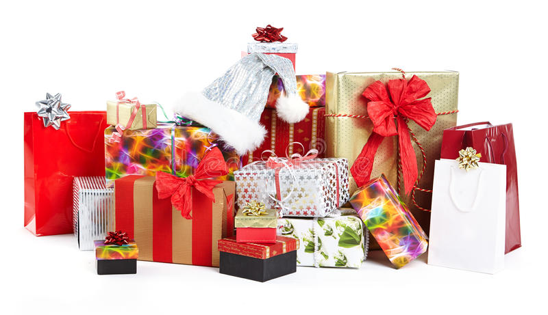 Un mucchio dei regali di Natale nello spostamento variopinto fotografia stock