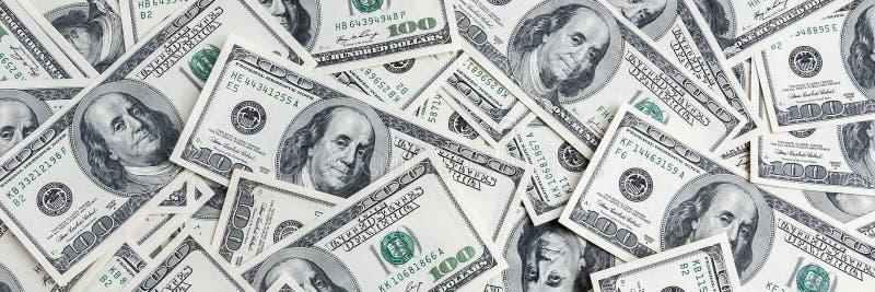 Un mucchio di cento banconote degli Stati Uniti I contanti di cento banconote in dollari, immagine di sfondo del dollaro immagini stock libere da diritti