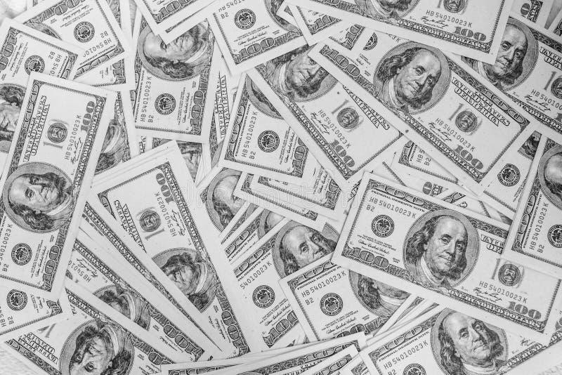 Un mucchio di cento U S Cenni storici delle fatture del dollaro fotografia stock libera da diritti