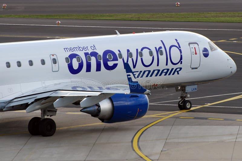 Un mundo en el plano de Finnair fotos de archivo libres de regalías