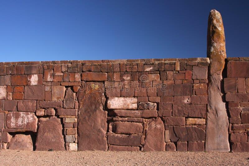 Un mur énorme dans Tiwanaku photo stock