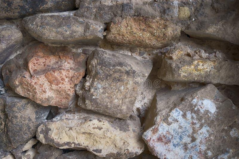 Un mur consisté en de grandes roches et pierres images libres de droits