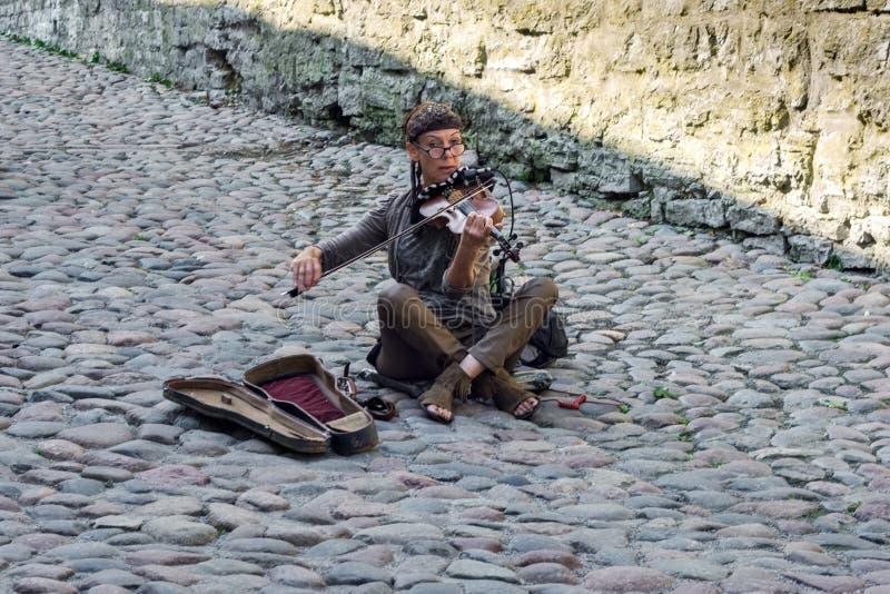 Un musicien de rue image libre de droits