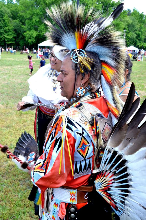 Un nativo americano en regala indio lleno imagen de archivo