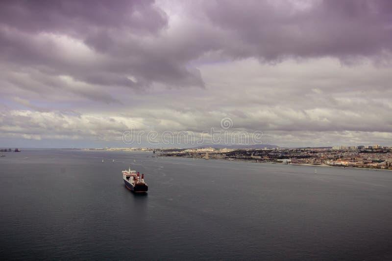 Un navire nautic dans le Tage photographie stock