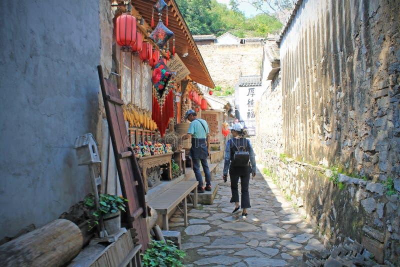Un negozio di ricordo nel villaggio di Cuandixia fotografia stock