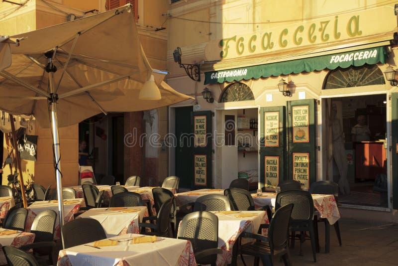 Un negozio tipico nel paesino di pescatori di Camogli, golfo di Paradise, parco nazionale di Portofino, Genova, Liguria, Italia immagini stock