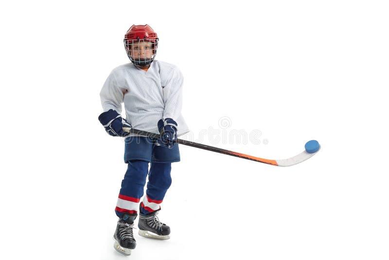 Un niñito es un jugador de hockey foto de archivo libre de regalías