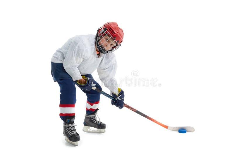 Un niñito es un jugador de hockey fotografía de archivo libre de regalías