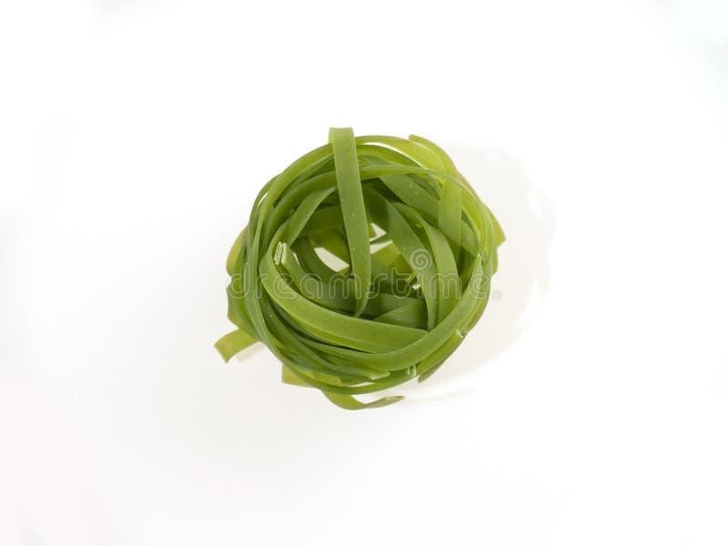 Un nido verde della pasta fotografia stock libera da diritti
