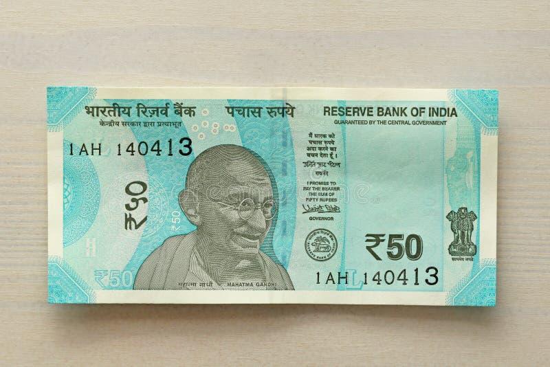 Un nuevo billete de banco de la India con una denominación de 50 rupias indio fotografía de archivo libre de regalías